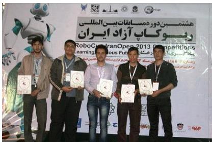 انتخاب تیم رباتیک موسسه شهید کاظمی به عنوان یکی از سه تیم برتر کشور