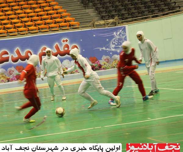 انتقاد سرپرست تیم فوتبال بانوان نجف آباد از عدم اجازه فیلمبرداری و عکاسی از مسابقات