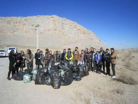پاکسازی پارک کلاه قاضی با همکاری جمعیت دوستداران طبیعت نجف آباد