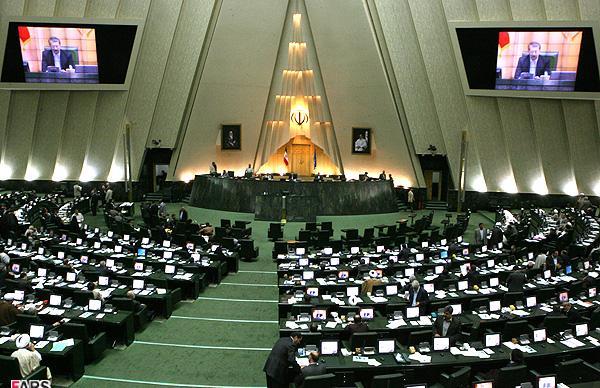 ثبت نام بیش از ۱۶ نفر برای نمایندگی مجلس در نجف آباد