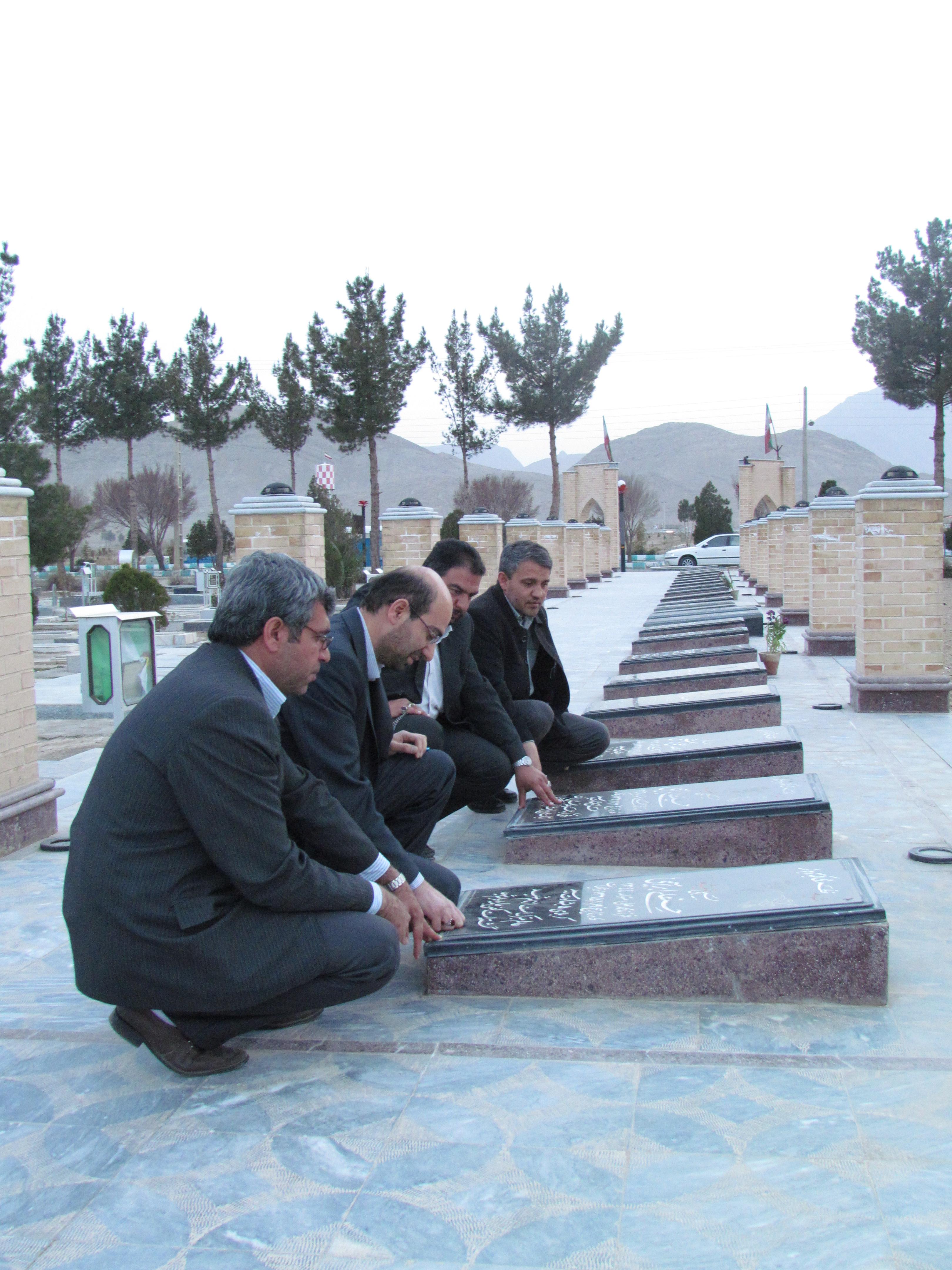 نابودی تدریجی آثار شهدای نجف آباد/ آثار را پس دهید
