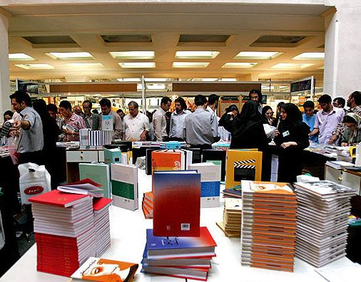 نمایشگاه های کتاب نجف آباد ادامه دار خواهند بود