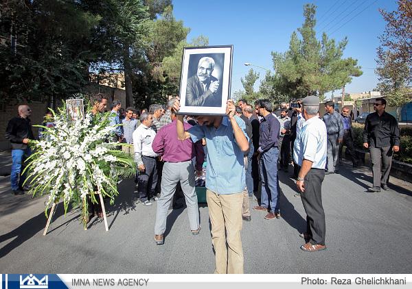 گزارش تصویری از تشییع جنازه استاد احمد بیگدلی در یزدانشهر