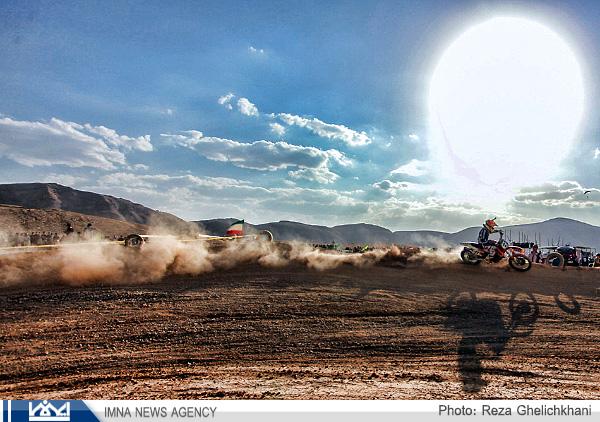 گزارش تصویری از مسابقات موتور سواری نجف آباد