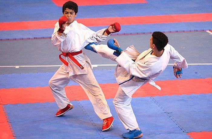 رقابت هزار بانوی کاراته کار در نجف آباد