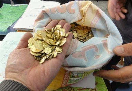کشف۶۱۲ سکه تقلبی از چوپان دروغگوی نجف آباد کشف۶۱۲ سکه تقلبی از چوپان دروغگوی نجف آباد کشف۶۱۲ سکه تقلبی از چوپان دروغگوی نجف آباد