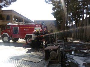 آتش سوزی  آتش سوزی در شهرک صنعتی نجف آباد آتش سوزی در شهرک صنعتی نجف آباد                 2 300x225