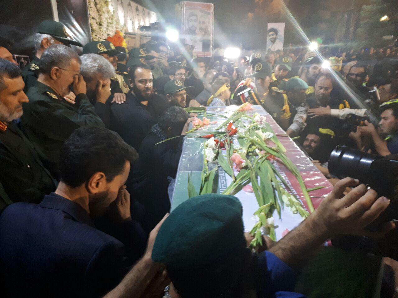 لحظه وداع خانواده شهید حججی+فیلم