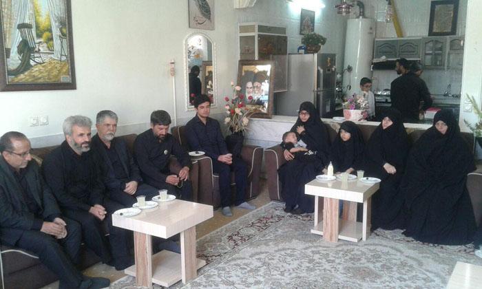 دیدار خانوادگی یک وزیر با خانواده شهید حججی  دیدار خانوادگی یک وزیر با خانواده شهید حججی