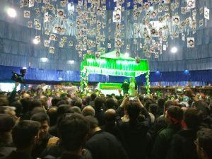 پیکر شهید حججی به حسینیه رسید/ لحظه به لحظه با مراسم وداع+فیلم پیکر شهید حججی به حسینیه رسید/ لحظه به لحظه با مراسم وداع+فیلم                                       300x225