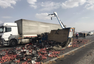 کشته شدن راننده سیب ها+ تصاویر کشته شدن راننده سیب ها+ تصاویر                           300x205