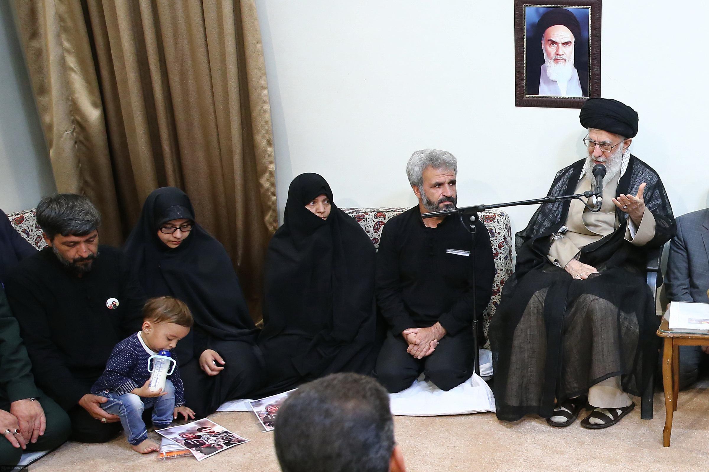 تجلیل مجازی از خانواده شهید حججی در نجف آباد