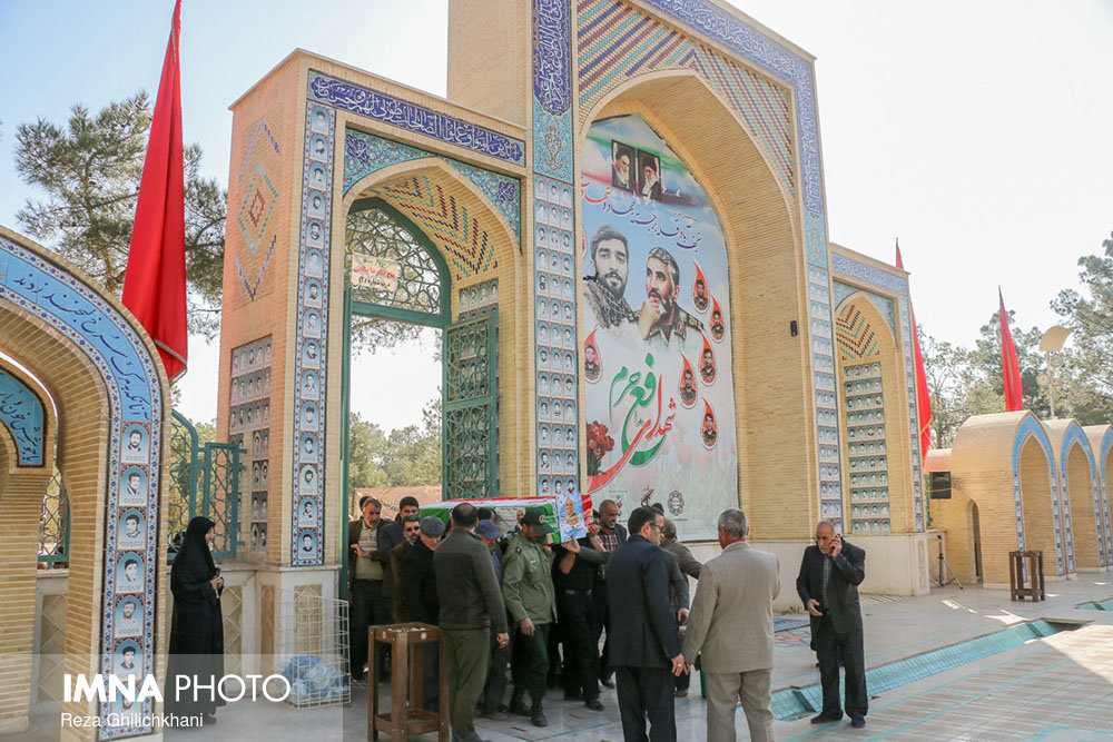 تشییع و خاکسپاری پزشک انقلابی+ تصاویر