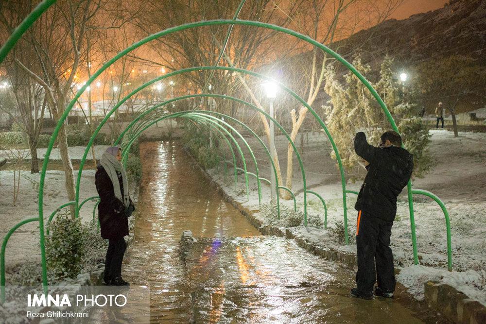 بارش برف در نجف آباد برف نوبرانه در نجف آباد+تصاویر برف نوبرانه در نجف آباد+تصاویر                                      11