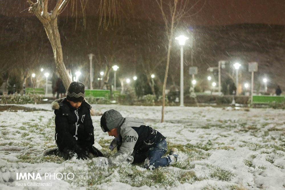 بارش برف در نجف آباد برف نوبرانه در نجف آباد+تصاویر برف نوبرانه در نجف آباد+تصاویر                                      13