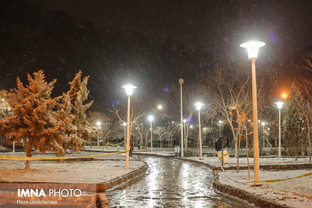 بارش برف در نجف آباد برف نوبرانه در نجف آباد+تصاویر برف نوبرانه در نجف آباد+تصاویر                                      17
