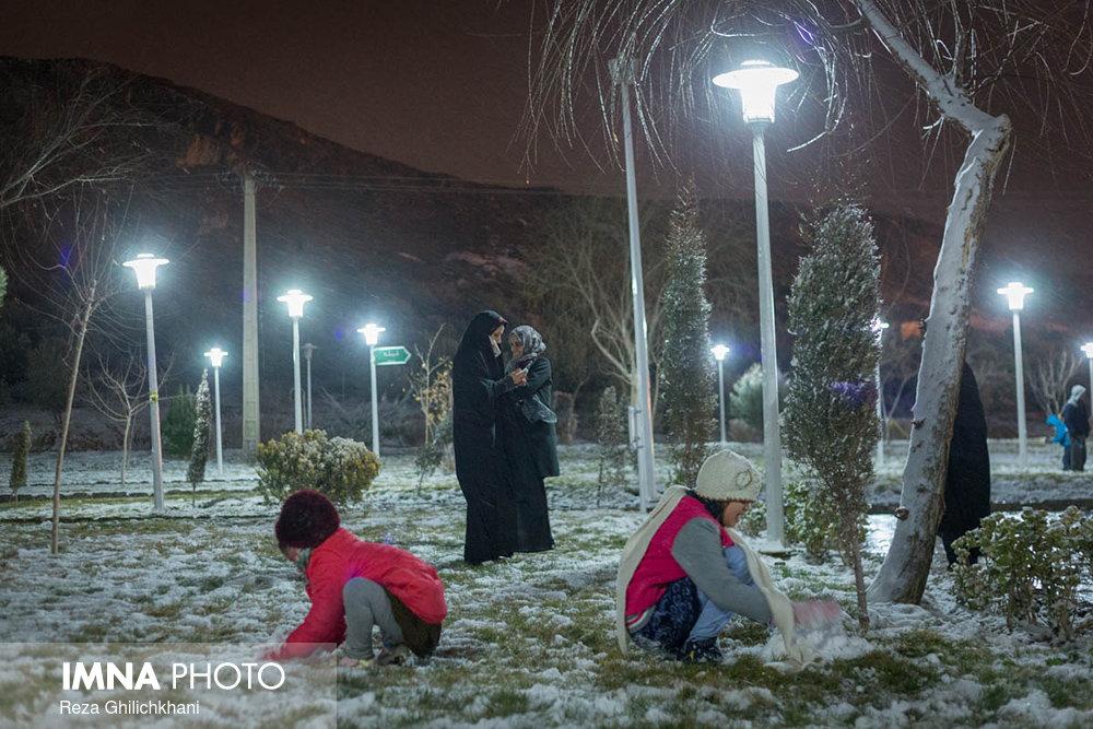 بارش برف در نجف آباد برف نوبرانه در نجف آباد+تصاویر برف نوبرانه در نجف آباد+تصاویر                                      18