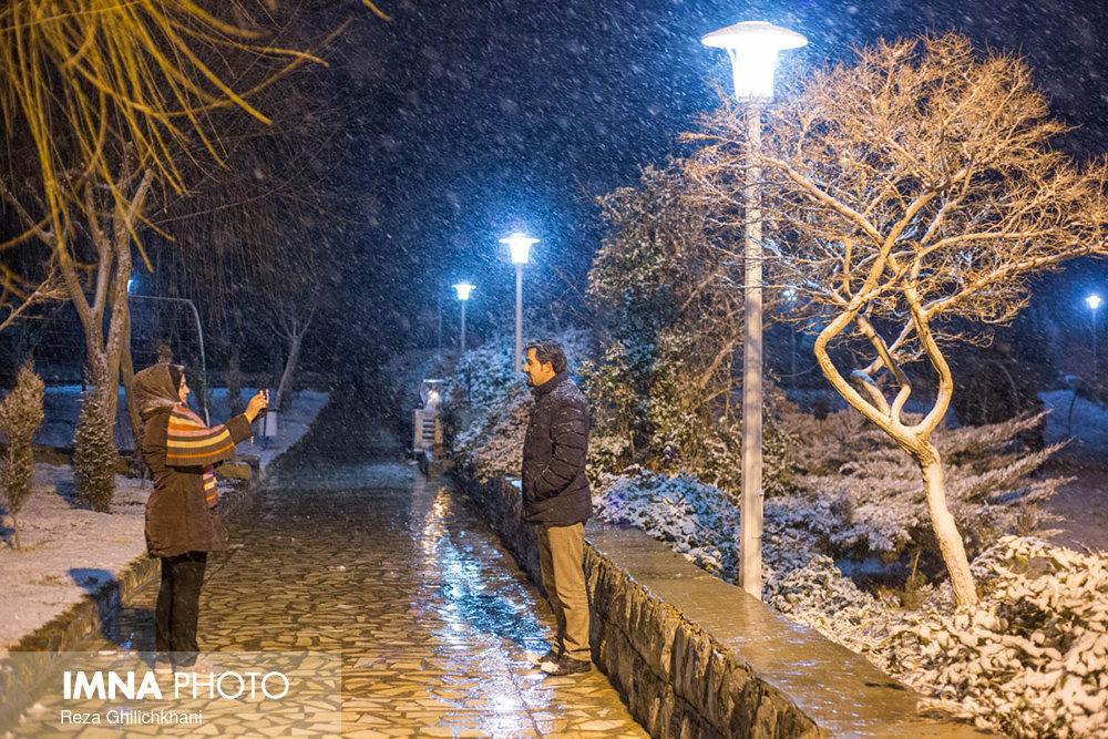 بارش برف در نجف آباد برف نوبرانه در نجف آباد+تصاویر برف نوبرانه در نجف آباد+تصاویر                                      19