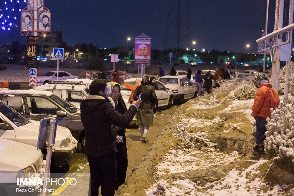 بارش برف در نجف آباد برف نوبرانه در نجف آباد+تصاویر برف نوبرانه در نجف آباد+تصاویر                                      20