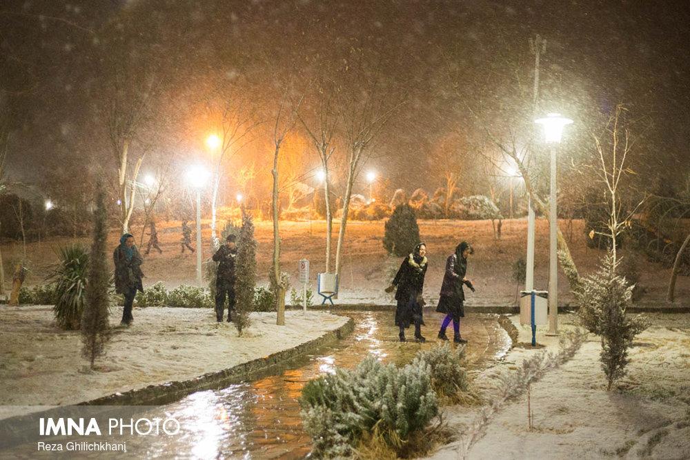بارش برف در نجف آباد برف نوبرانه در نجف آباد+تصاویر برف نوبرانه در نجف آباد+تصاویر                                      3