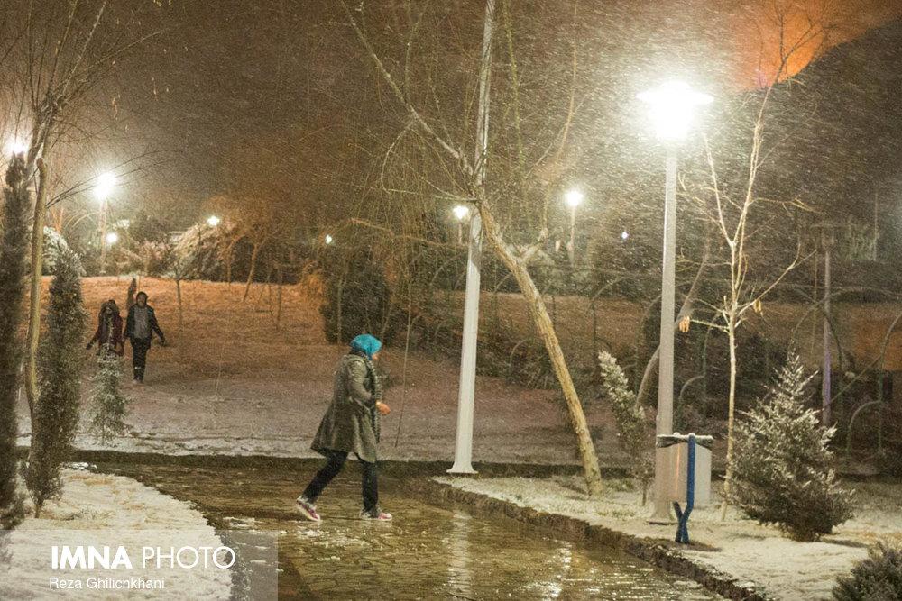 بارش برف در نجف آباد برف نوبرانه در نجف آباد+تصاویر برف نوبرانه در نجف آباد+تصاویر                                      6