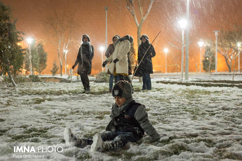بارش برف در نجف آباد برف نوبرانه در نجف آباد+تصاویر برف نوبرانه در نجف آباد+تصاویر                                      7