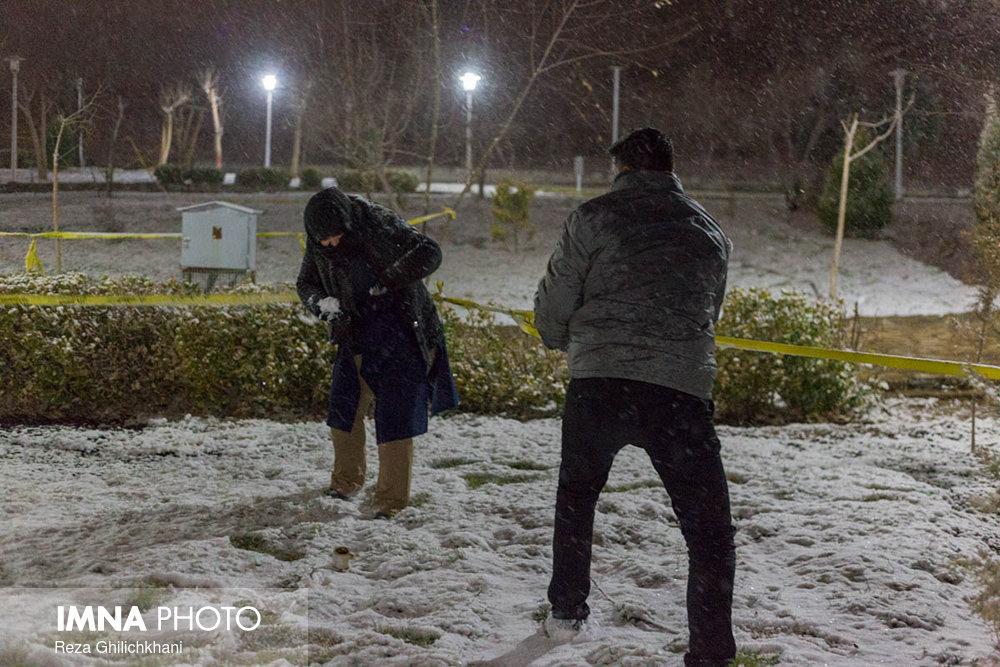 بارش برف در نجف آباد برف نوبرانه در نجف آباد+تصاویر برف نوبرانه در نجف آباد+تصاویر                                      8
