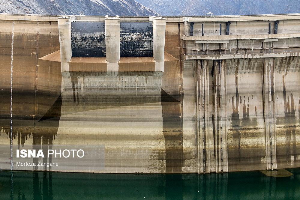 آخرین تصاویر از خالی شدن سد زاینده رود+ فیلم