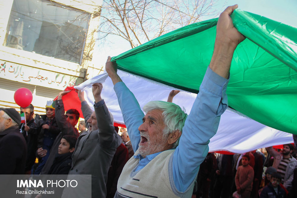 راهپیمایی ۲۲بهمن نجف آۤباد در سال۹۶ راهپیمایی ۲۲بهمن نجف آباد+تصاویر راهپیمایی ۲۲بهمن نجف آباد+تصاویر                                                                   4
