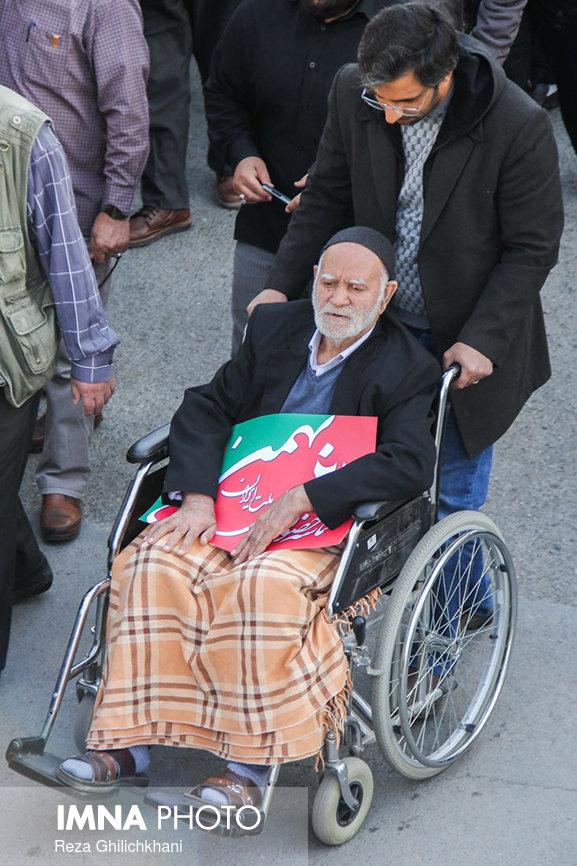 راهپیمایی ۲۲بهمن نجف آۤباد در سال۹۶ راهپیمایی ۲۲بهمن نجف آباد+تصاویر راهپیمایی ۲۲بهمن نجف آباد+تصاویر                                                                   9