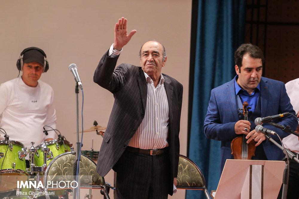 کنسرت ایرج در گلدشت برگزاری کنسرت ایرج در گلدشت+ تصاویر برگزاری کنسرت ایرج در گلدشت+ تصاویر                                     12
