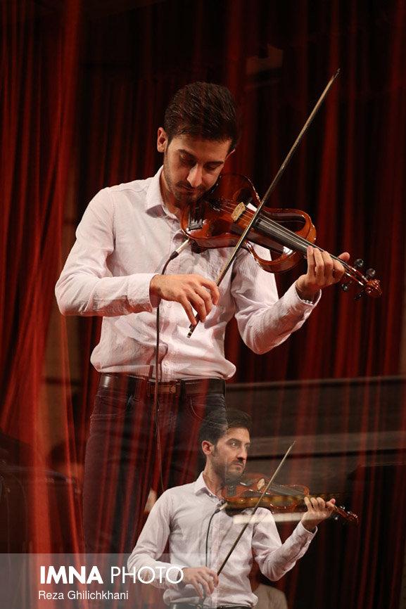 کنسرت ایرج در گلدشت برگزاری کنسرت ایرج در گلدشت+ تصاویر برگزاری کنسرت ایرج در گلدشت+ تصاویر                                     18