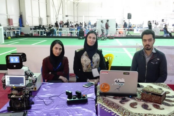ساخت ربات هوشمند آموزش زبان در دانشگاه آزاد نجف آباد