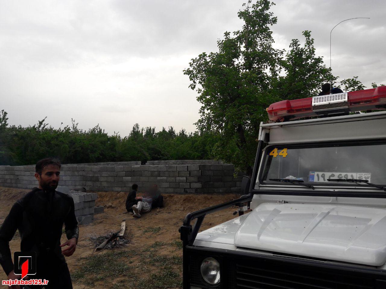 نجات کارگر و مرگ پیرمرد در نجف آباد+تصاویر نجات کارگر و مرگ پیرمرد در نجف آباد+تصاویر نجات کارگر و مرگ پیرمرد در نجف آباد+تصاویر                                       3