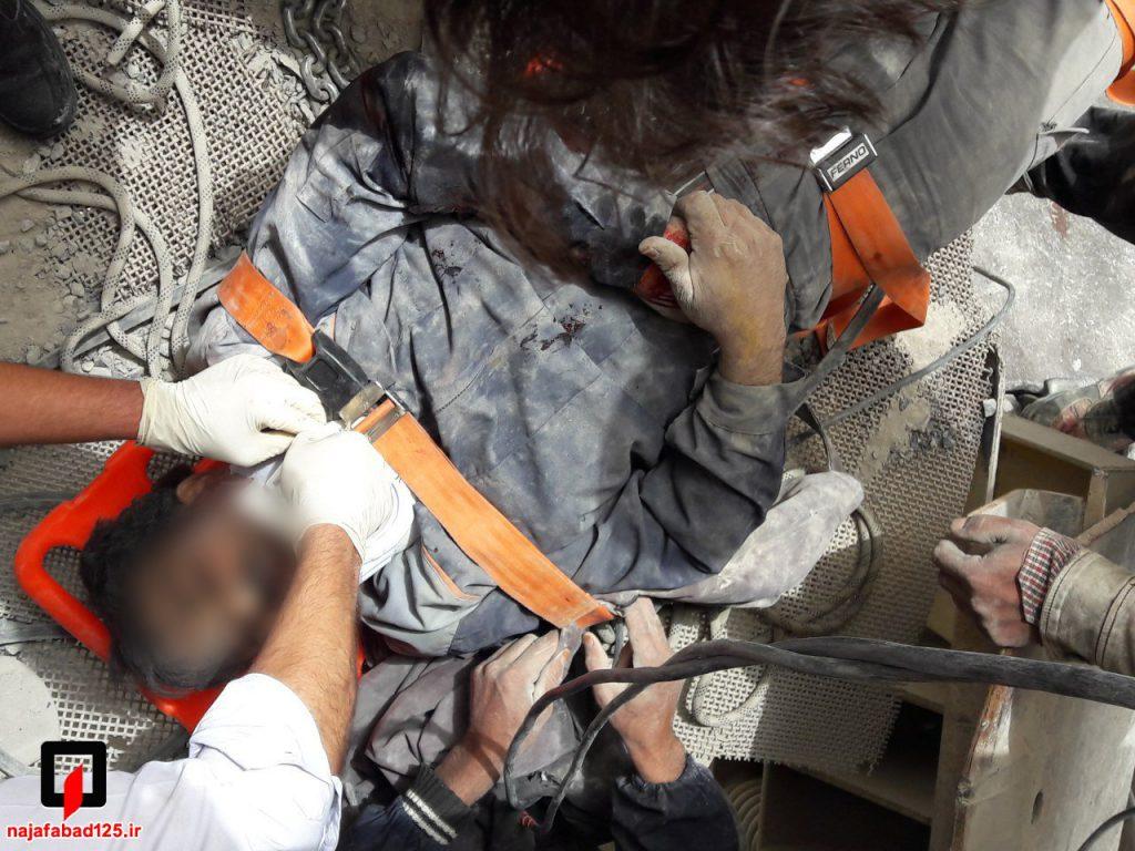 نجات کارگر از دستگاه سنگ شکن در نجف آباد نجات کارگر و مرگ پیرمرد در نجف آباد+تصاویر نجات کارگر و مرگ پیرمرد در نجف آباد+تصاویر                                                     3 1024x768