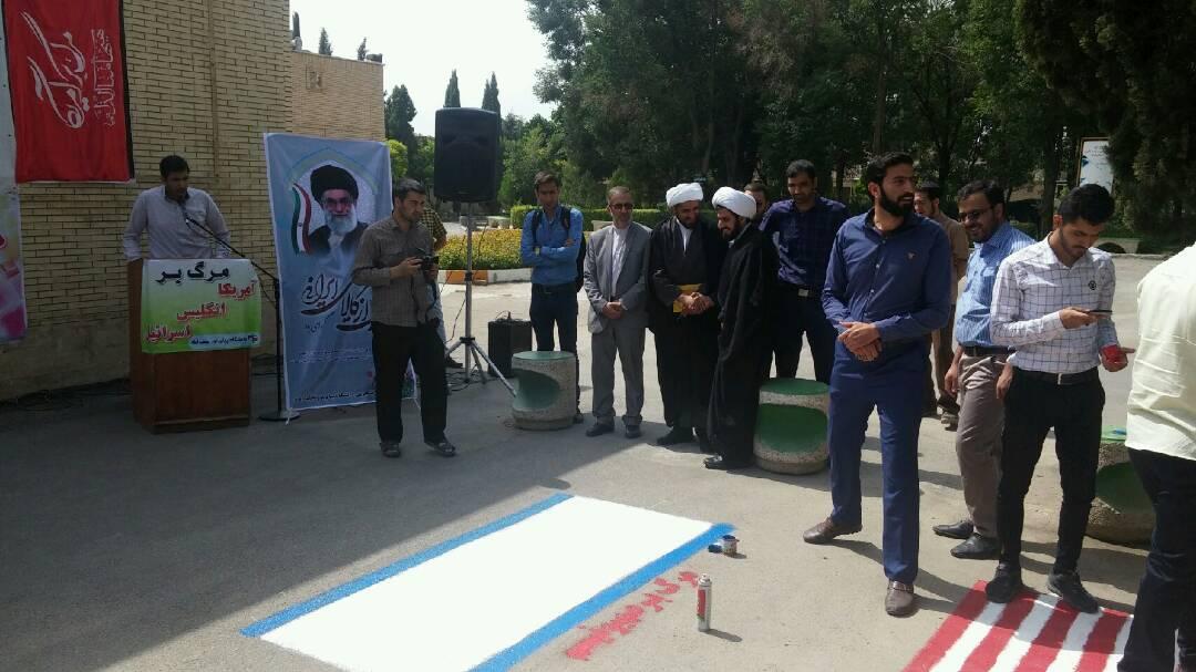 بازگشت دو پرچم بر زمین یک دانشگاه در نجف آباد+تصاویر