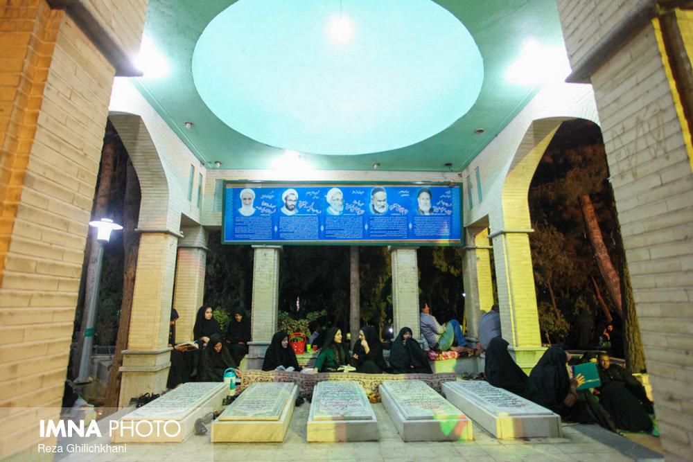 مراسم احیاء در گلزار شهدا نجف آباد در سال 97 احیاء بیست و سه رمضان نجف آباد در سال۹۷+تصاویر احیاء بیست و سه رمضان نجف آباد در سال۹۷+تصاویر                                                11