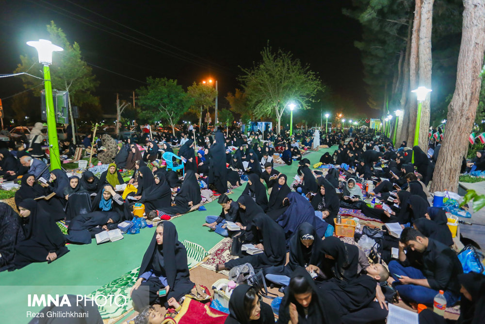 مراسم احیاء در گلزار شهدا نجف آباد در سال 97 احیاء بیست و سه رمضان نجف آباد در سال۹۷+تصاویر احیاء بیست و سه رمضان نجف آباد در سال۹۷+تصاویر                                                6
