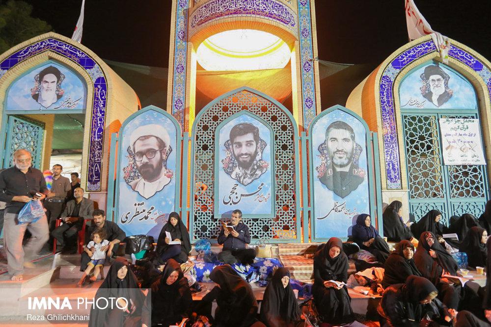 مراسم احیاء در گلزار شهدا نجف آباد در سال 97 احیاء بیست و سه رمضان نجف آباد در سال۹۷+تصاویر احیاء بیست و سه رمضان نجف آباد در سال۹۷+تصاویر                                                9