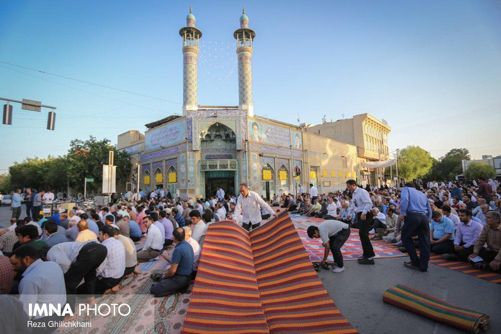 نماز عید فطر در نجف آباد نماز عید فطر نجف آباد+تصاویر نماز عید فطر نجف آباد+تصاویر                                             17