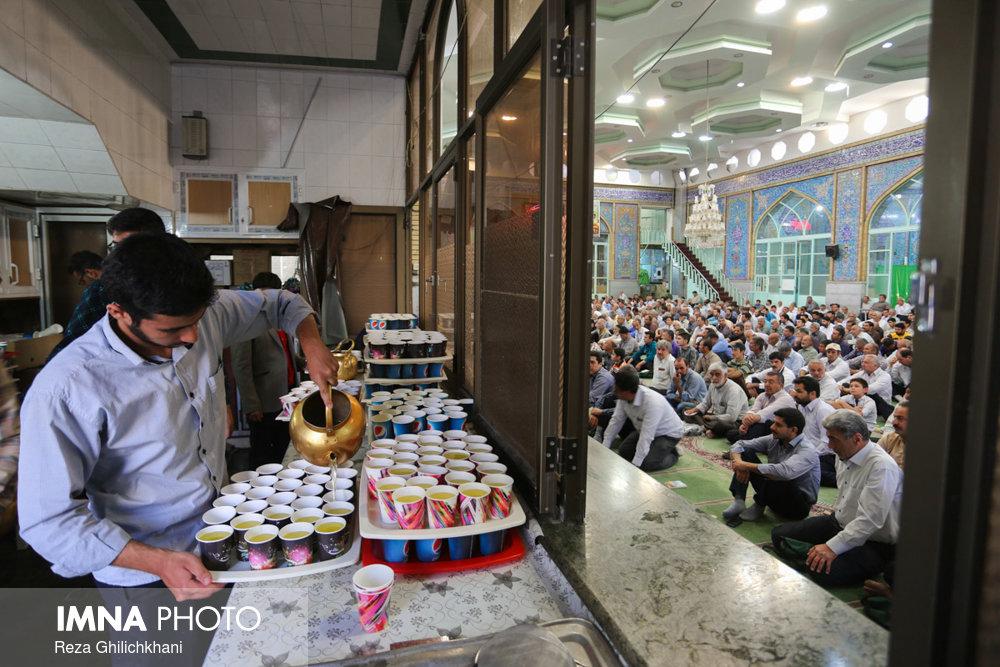نماز عید فطر در نجف آباد نماز عید فطر نجف آباد+تصاویر نماز عید فطر نجف آباد+تصاویر                                             19