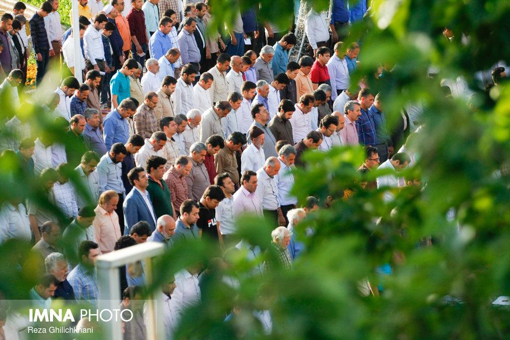 نماز عید فطر در نجف آباد نماز عید فطر نجف آباد+تصاویر نماز عید فطر نجف آباد+تصاویر                                             3
