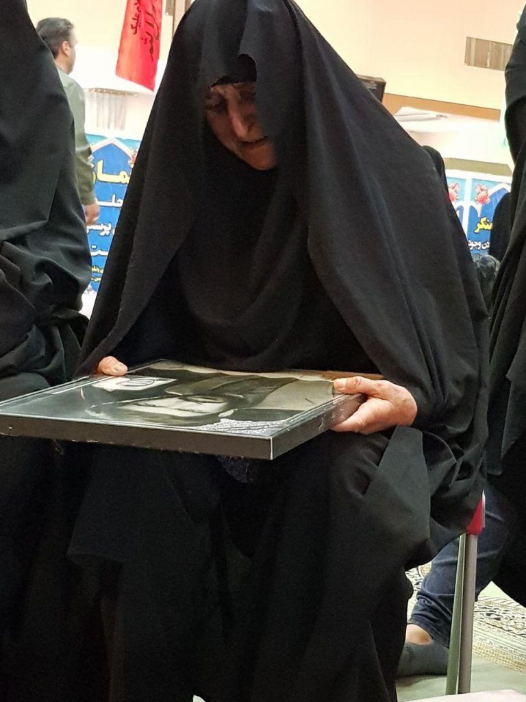 مادر شهید حیدر غلامی تشییع یک شهید در نجف آباد+ تصاویر و فیلم تشییع یک شهید در نجف آباد+ تصاویر و فیلم                                       768x1024