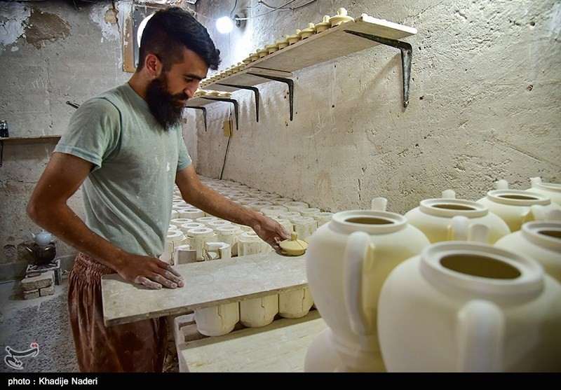 کارگاه تولید قوری در روستای علی آباد زازران کارگاه قوری سازی+تصاویر کارگاه قوری سازی+تصاویر                                                                                 1