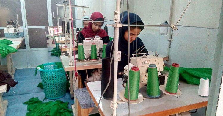 دوخت ۱۲هزار لباس برای شیرخوارگان حسینی+ تصاویر