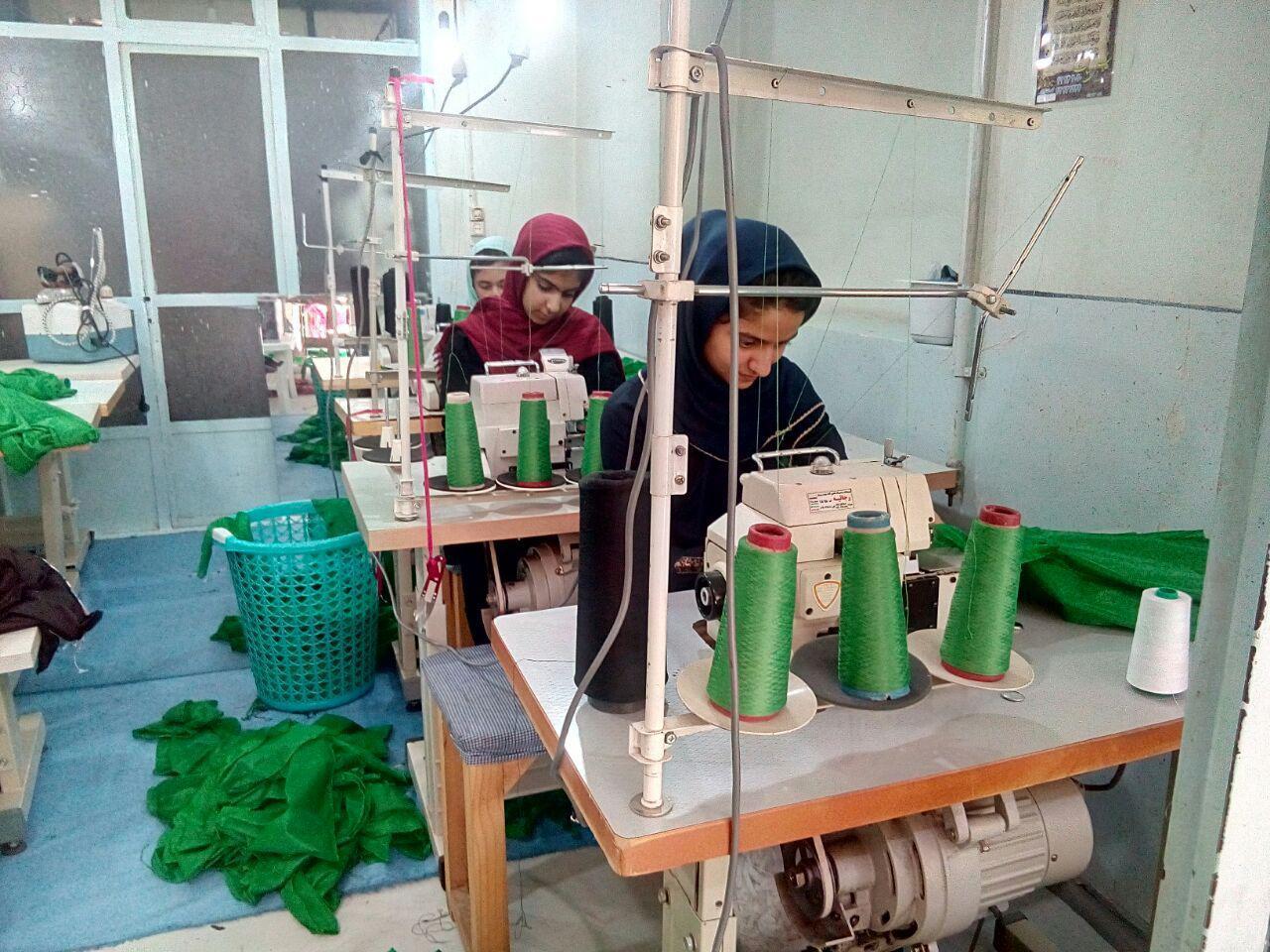 دوخت ۱۲هزار لباس برای شیرخوارگان حسینی در نجف آباد+تصاویر