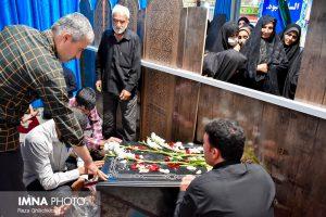 مراسم سالگرد تدفین شهید حججی+ تصاویر                                           2 1 300x200