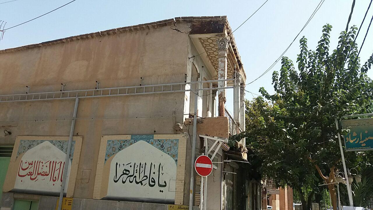 حسینیه ای که جان مردم نجف آباد را تهدید می کند+تصاویر