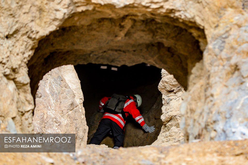 تمرین سگ های زنده یاب ایرانی و آلمانی در محدوده معدن سورمه نجف آباد راه اندازی معدن سورمه نجف آباد توسط ۲برادر+تصاویر راه اندازی معدن سورمه نجف آباد توسط ۲برادر+تصاویر                                                                     27 1024x683