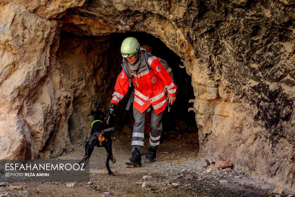 تمرین سگ های زنده یاب ایرانی و آلمانی در محدوده معدن سورمه نجف آباد راه اندازی معدن سورمه نجف آباد توسط ۲برادر+تصاویر راه اندازی معدن سورمه نجف آباد توسط ۲برادر+تصاویر                                                                     8 1024x683